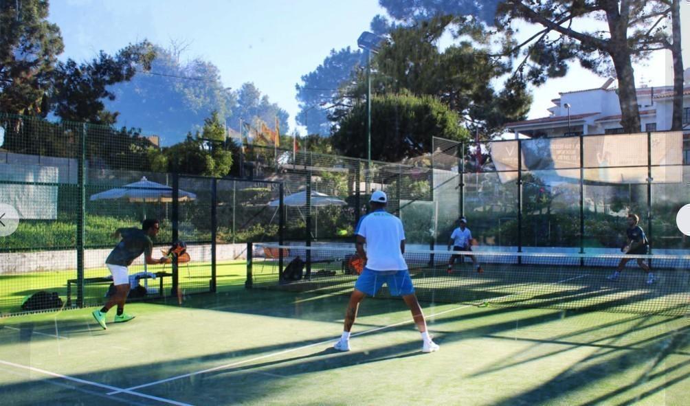 Padel spelen te Victoria Beach hotel -Portugal